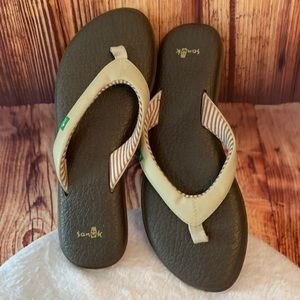 Sanuk yoga sandals size 9 NWOT